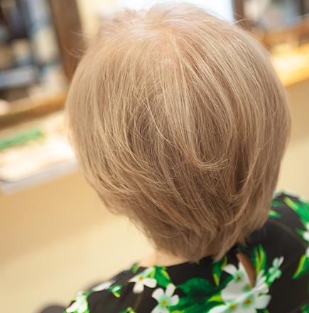 白髪を様々な方法で生かし楽しむ